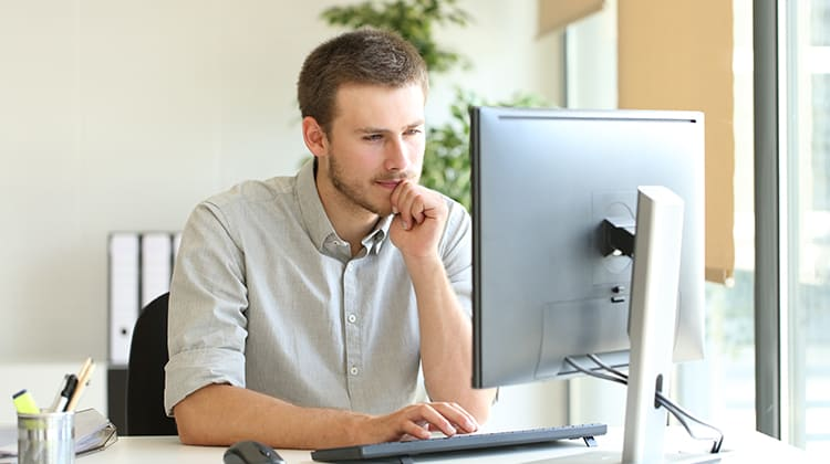 Man using Synzi on his Desktop Computer